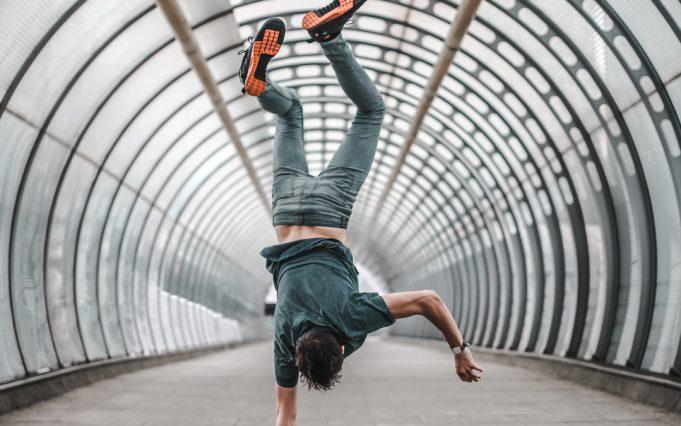 handstand anton dee