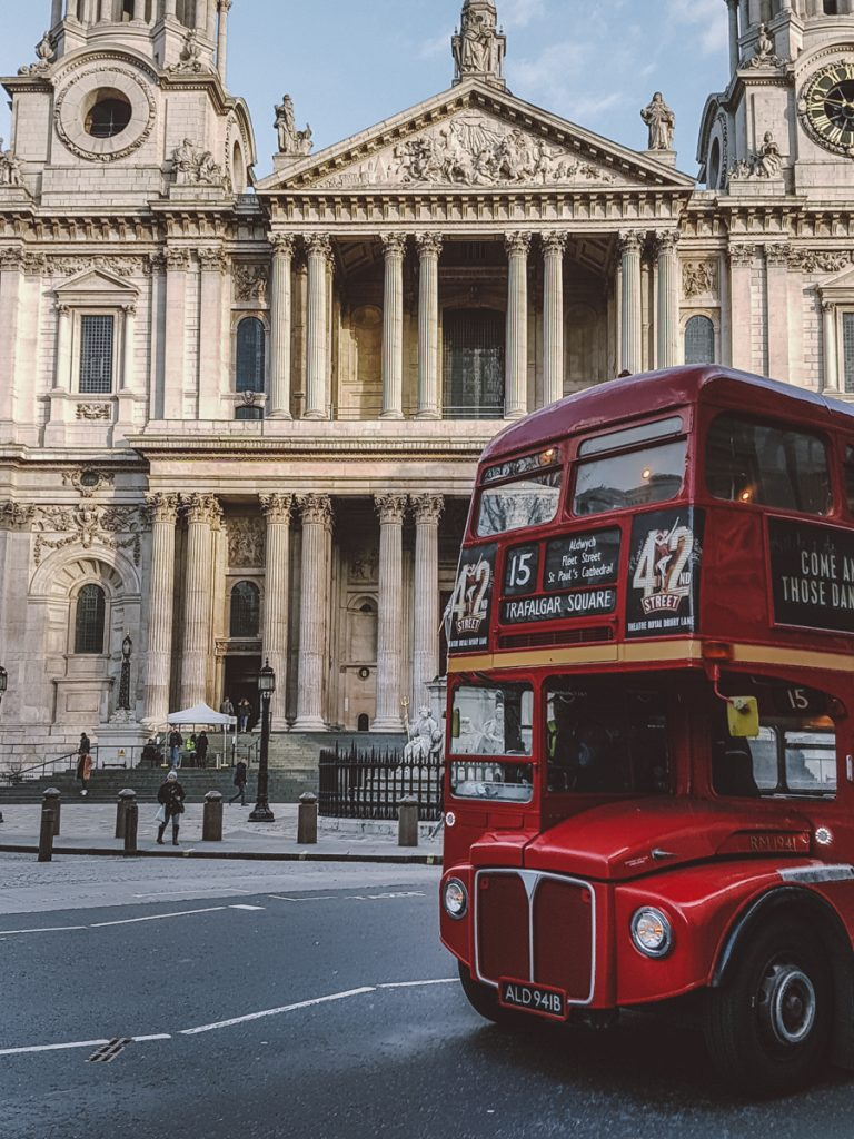 london st pauls cathedral red bus