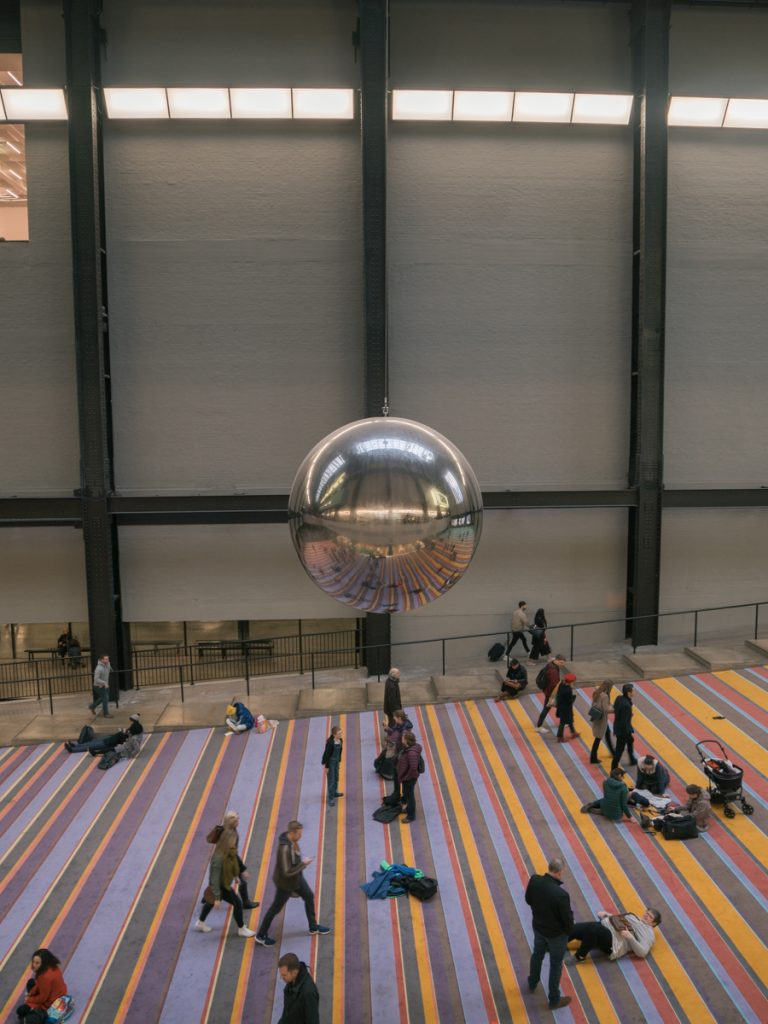 tate modern swinging ball